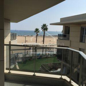 Balcón de habitación principal con vistas al mar
