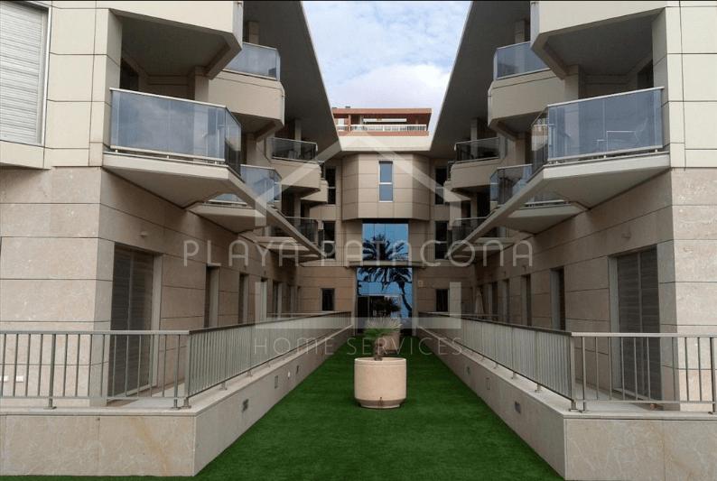 Planta baja residencial en primera línea frente al mar