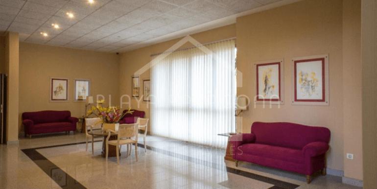 Recepción-hall en residencial de lujo