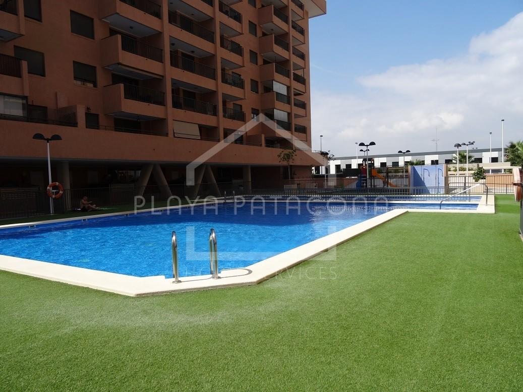 Apartamento a estrenar en urbanización con piscina