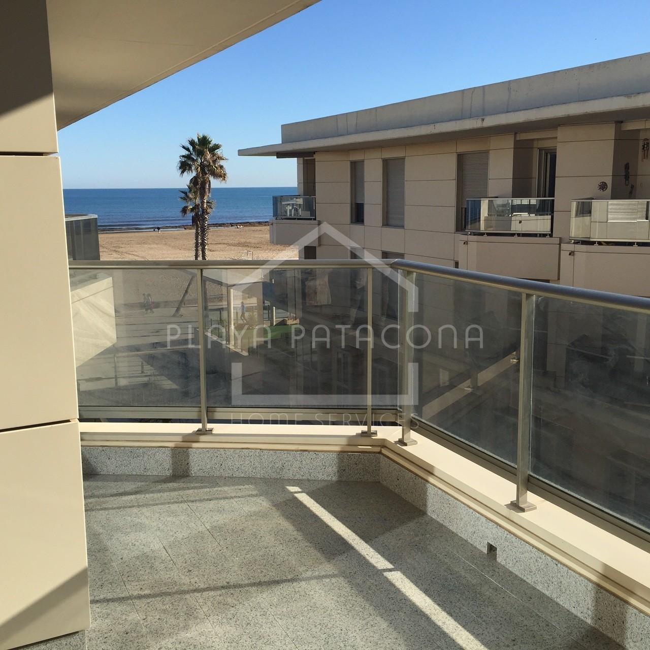 Apartamento esquinero en primera línea con vistas al mar