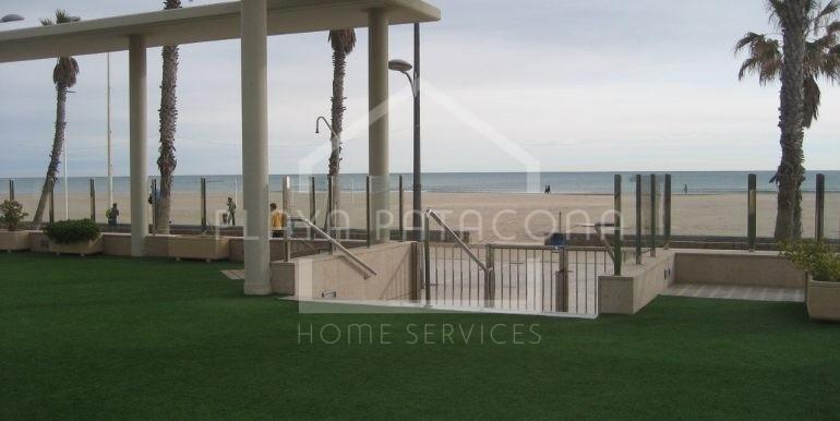 Zona común con salida directo al paseo marítimo playa Patacona