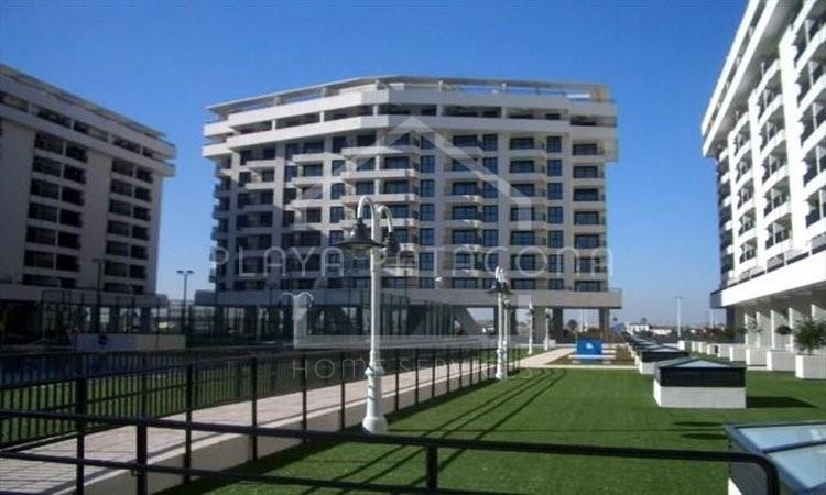 Apartamento en residencial con piscina y pádel