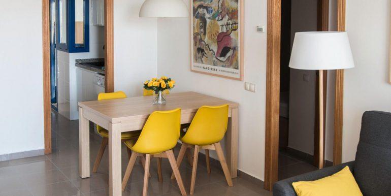 salón con acceso directo a la cocina