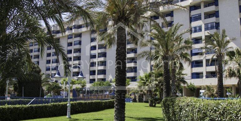 residencial con amplias zonas comunes