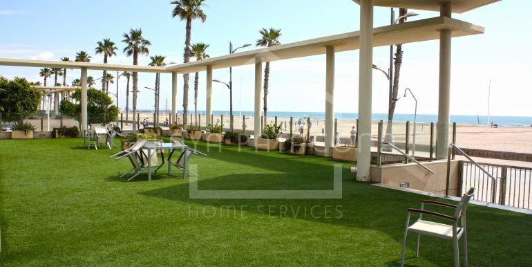 terraza_común_vivienda_frontal_al_mar_Playa_Patacona