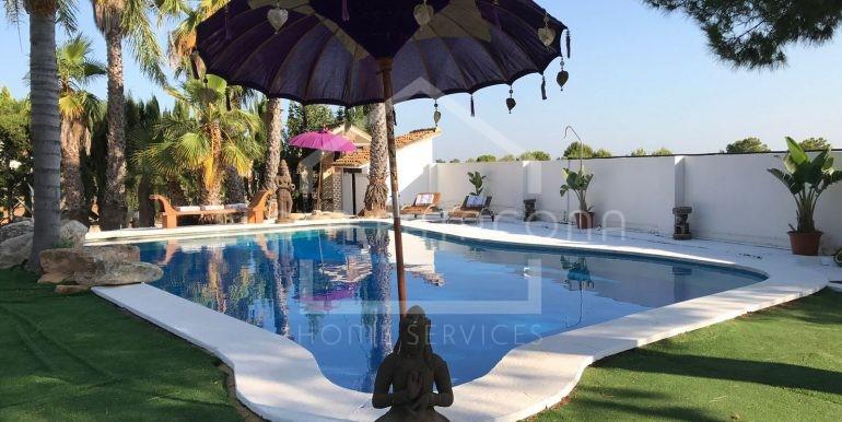 Chalet independiente con piscina y terreno en Bétera Valencia