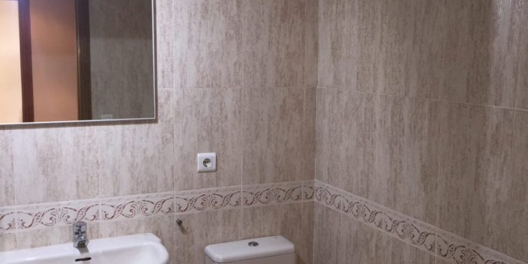 baño-completo-apartamento-patacona