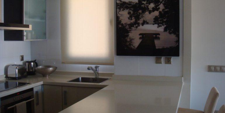 cocina-abierta-apartamento-primera-linea