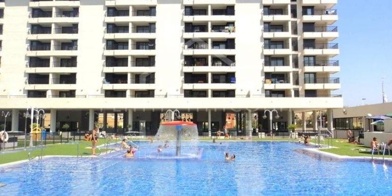 piscina de uno de los mejores apartamentos residenciales en la patacona